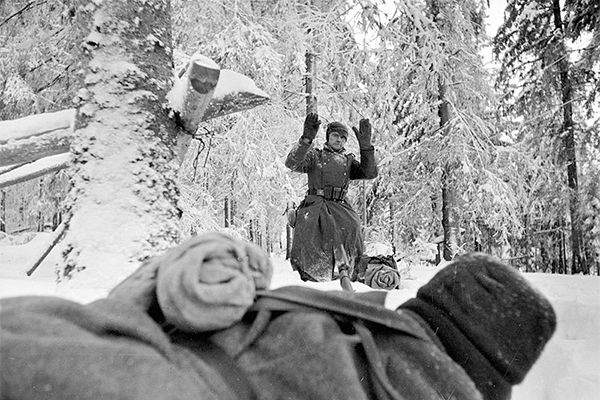 07 Jan 42: Marking a major turning point in the war in the east, the Soviet Army has driven the Germans far enough back that Moscow is no longer under threat, ending the 98-day Battle of Moscow, which was not only the biggest battle of WWII, but the biggest battle of all time. More: http://scanningwwii.com/a?d=0107&s=420107 #WWII
