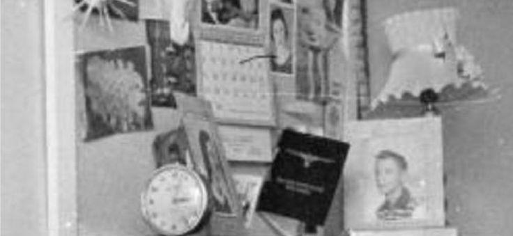 En esta ampliación del tablón de anuncios de Nancy podemos ver con más precisión lo que contenía. Estos detalles fueron conocidos por Truman Capote, gracias a las conversaciones que tuvo con Susan Kidwell, quien le comentó como eran Nancy y su familia.