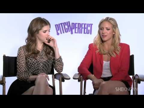 ▶ The Cast of Pitch Perfect Sings Their Favorite Songs for SheKnows - Celebrity Interview - YouTube