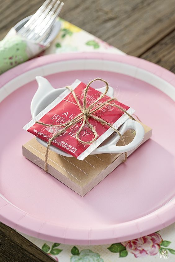 Fun favor idea for a tea party! livelaughrowe.com