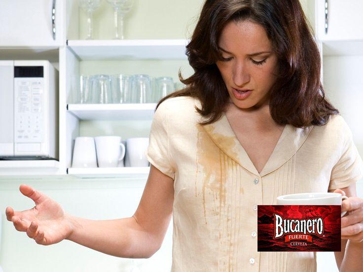 CERVEZA BUCANERO TE DICE ¿Cómo puedo eliminar manchas de café de la ropa? Debes mojar la mancha con cerveza y deja que actúe alrededor de un minuto. Repite el procedimiento varias veces hasta que la mancha desaparezca. Después limpia con agua para eliminar el olor de la cerveza. www.cervezasdecuba.com