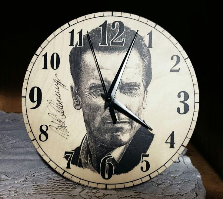 Egyedi falióra-Arnold Schwarzenegger