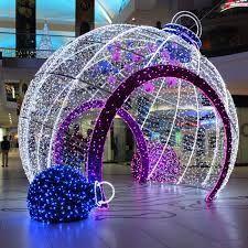 Resultado de imagen de inflatable christmas bauble shopping mall