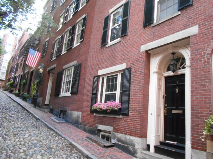 ボストン市内観光ツアーです。優雅に美しくゆかしい市内の名所を効率よく楽しく。そして忘れちゃいけないボストングルメ。現地のガイドさん一押しのお店をご紹介!