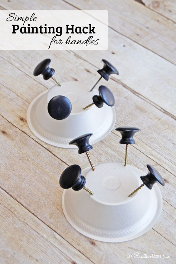 Make painting drawer knobs and handles a snap with this simple painting hack {OneCreativeMommy.com} What a time saver!