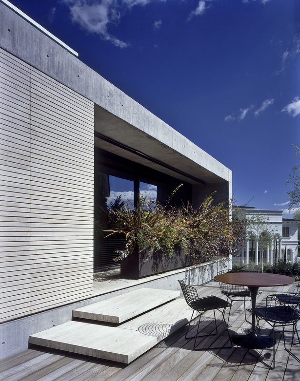 #Saarinen table and #Bertoia side chairs - Casa La Punta by Central de Arquitectura