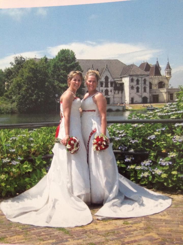 Judith Van Der Velden-van Leuken en haar vrouw trouwden op 10 juli 2010 en lieten hun trouwfoto's maken in de Efteling