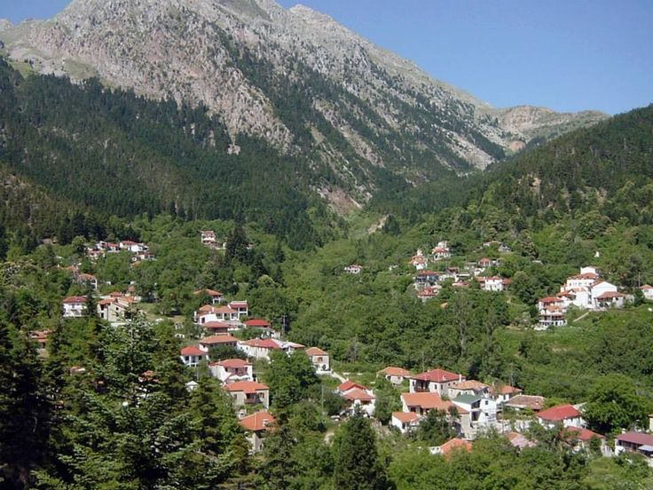 Athanasios Diakos - known by the name Ano Mousounitsa until 1959, the village Athanasios Diakos is built at an altitude of 1100 meters at the foot of Vardoussia and is the homeland of the homonymous hero of 1821, who found a horrible death at the hands of the Turks.  #Greece #Delphi #Terrabook #Travel #GreeceTravel #GreecePhotografy #GreekPhotos #Traveling #Travelling #Holiday