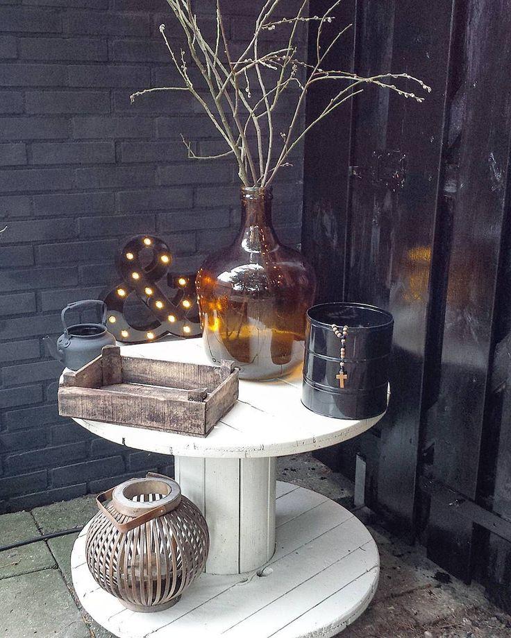 ✖ H A P P Y  E V E N I N G ➕ and welcome new followers  Welkom nieuwe volgers  Ik heb mijn oude salontafel na 5 jaar weer 'van stal' gehaald.…