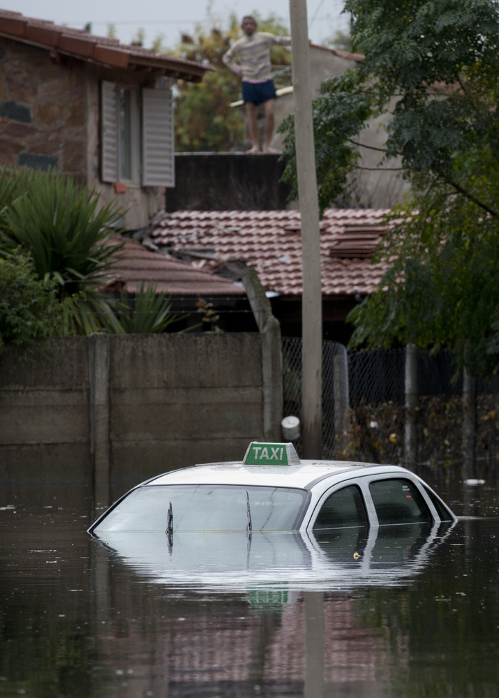 2013 argentina floods Floods devastate argentina by rafael azul 18 april 2013 the storms began on april 1 in la plata, a city of 900,000 and the capital of buenos aires province.
