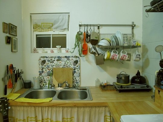 little drying rack: Beg, New Apartment, Apartment Therapy, Tiny Houses, Blank Canvas, 2011, Sweet Kitchenettes, Imaginary Houses, 190