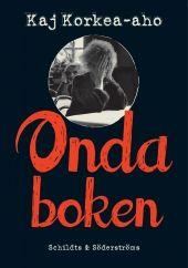 Kaj Korkea-aho är en mästare på att korsklippa händelser. Vid sidan av de dramatiska skeendena i Mickel Backmans liv möter vi ståupparen Calle Hollender, hans förtvivlade kärlek till Helena och hans famlande väg genom ett studieliv som börjat te sig allt mer hopplöst. Korkea-aho kan ung, sårig kärlek och en tillvaro som går från avgrundsdjup till tilltro på några sekunder.