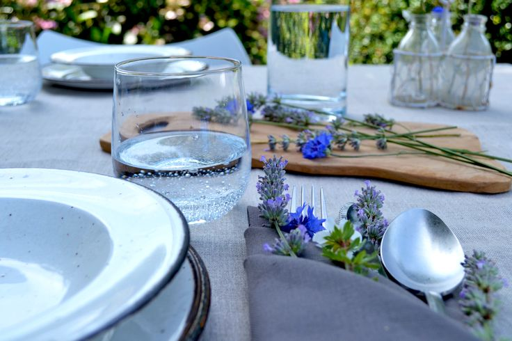 BLOG | Linen tablecloth - Green is the theme  | Enjoy the summer days with a natural linen tablecloth and linen napkins with a touch of lavender | Visit cottona.com to create your own personal collection