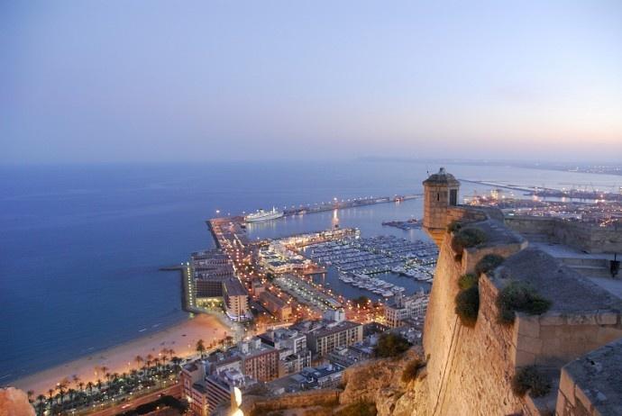 Alicante...not really my cup of tea...pero aquí he aprendido a VIVIR. Nunca será mi tipo de ciudad pero ha servido para cumplir muchos de mis principales objetivos y como plataforma para todo lo bueno que vendrá!