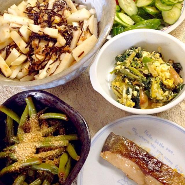 訳あって早目の夕食準備 - 3件のもぐもぐ - 長芋の塩昆布和え 魚のつけ焼き ゴーヤと法蓮草のチャンプルー インゲンの胡麻和え サラダ by 4jinoanata