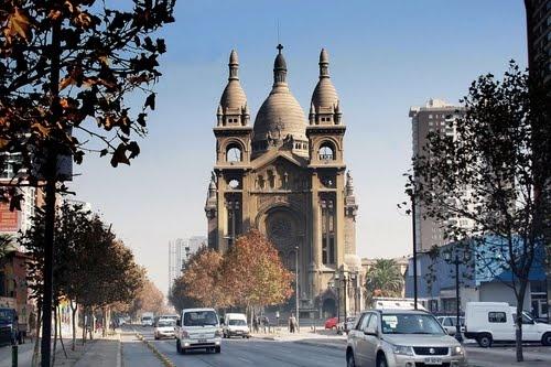 Basilica de los Sacramentinos.  Santa Isabel con Arturo Pratt, Santiago - Chile.  Réplica de Los Sagrados Corazones de Paris.