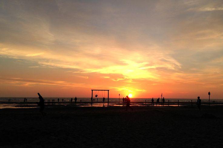 Bei diesem #Sonnenuntergang in St. Peter-Ording verschlägt es einem glatt die Sprache, so unbeschreiblich schön ist er! #StPeterOrding