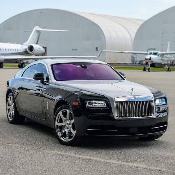 get your premier black car service to or from Teterboro Airport. www.daisylimo.com