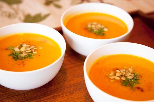 Χειμωνιάτικη σούπα με καρότο και λαχανικά. Μια υπέροχη και δυναμωτική σούπα.