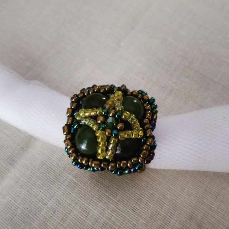 Anello con Cabochon di Giada incastonato con perline di alta qualita' di DSBestartbijoux su Etsy