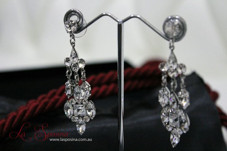 Modern Vintage bridal earrings. Wedding ideas and inspirations for you.Check them out online #vintage #glam #bridal