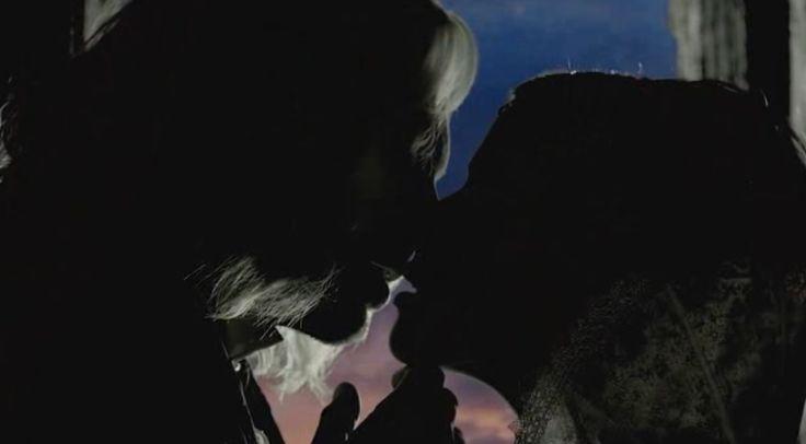 Dracula (Luke Roberts) & Alina (Kelly Wenham) share a loving kiss<3