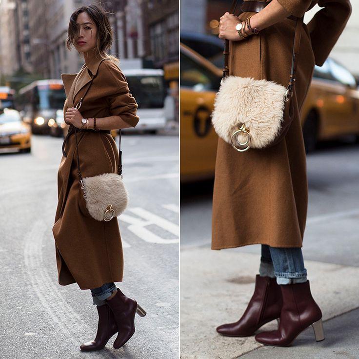 Нас часто спрашивают, как носить модные укороченные джинсы с ботильонами или высокими ботинками. Известная блогерина Эми предлагает джинсы подвернуть, немного неаккуратно. Как вы смотрите на такой вариант?  #fashionable #winter #outfitidea: #stylish @songofstyle looks  #chic in rolled #jeans & #camel coat  #outfit b #мода #стиль #тренды #джинсы #пальто #модно #стильно #зима #киев