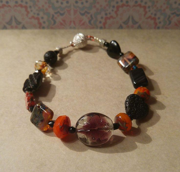 Oriënt Express armband, warme oranje vuur tinten, jet black sand, vulkaan steen via Birdie Accessoires