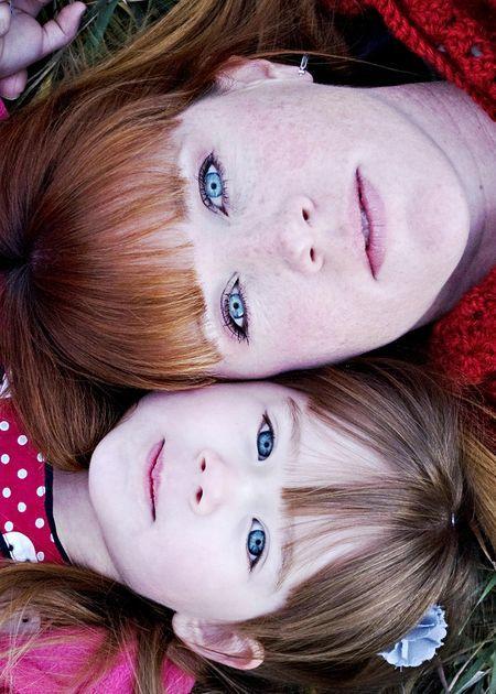 moeder en dochter het liet me denken aan hoe mijn moeder en ik op elkaar lijken. voor bv