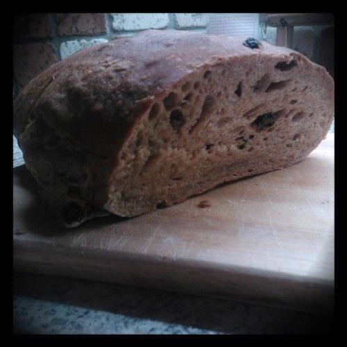 Detta recept ger två stora bröd med ganska ljust och luftigt inkråm och mjuk skorpa. 300g vetesurdeg (görs i ordning kvällen/natten innan) 50g smör (tärnat, rumstemperatur) 600g rågsikt 250g vetemjöl...