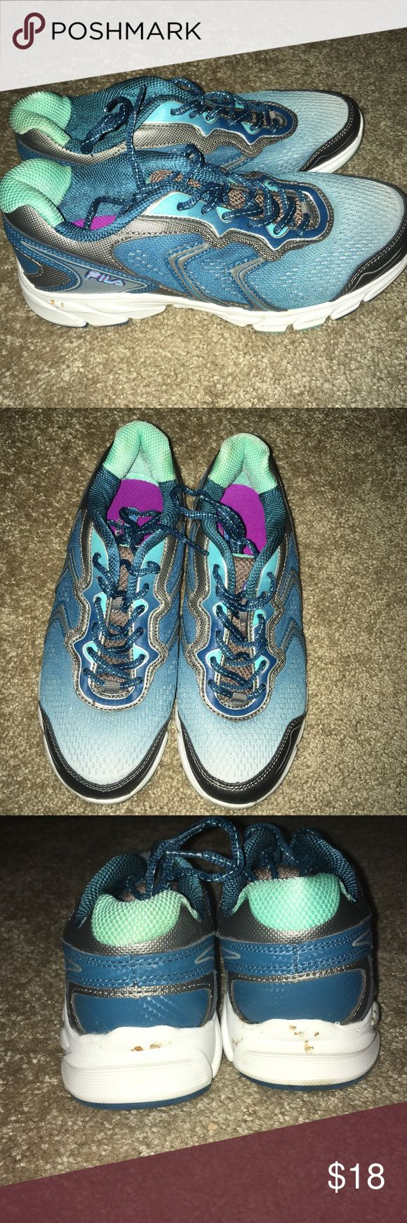 FILA running shoes Blue & teal FILA running shoes. Worn twice. Good condition. Size 8. 100% authentic. Offers welcomed :) Fila Shoes Sneakers