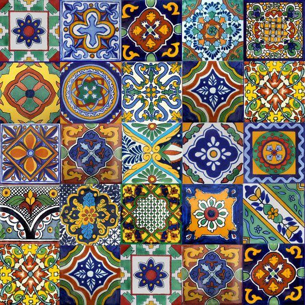 メキシコのタラベラのタイルのラインを描いた独自の手作りと手をブラウズします。