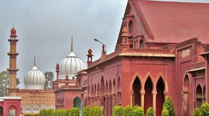 Meat items removed from menu at Aligarh Muslim University - https://www.pakistantalkshow.com/meat-items-removed-from-menu-at-aligarh-muslim-university/ - https://www.geo.tv/assets/uploads/updates/2017-03-30/l_136065_115323_updates.jpg