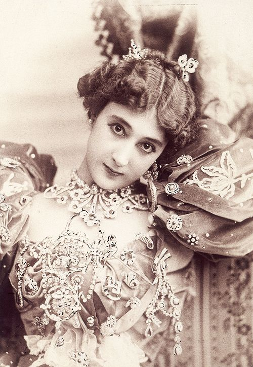 "Carolina ""La Belle"" Otero was a Spanish born dancer, actress and courtesan."
