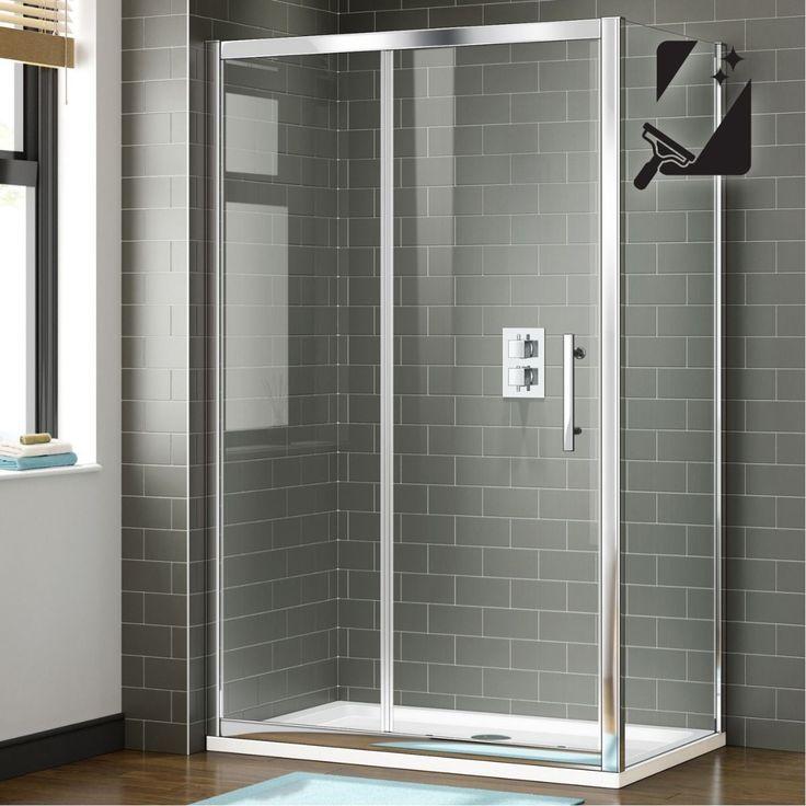 <p><strong>Breeduit douchen</strong></p> <p>Scherm de douche af en maak een mooie ontspannen waterhoek. Houd de douchewarmte binnen. En de spetters: de badkamer blijft netjes droog. Ideaal voor op een douchebak, maar je kunt hem ook op de vloer plaatsen.</p> <p><strong>Doordacht design</strong></p> <p>Het solide schuifdeursysteem bespaart veel ruimte. De deur draait niet de badkamer in, dus ook in een kleinere badkamer kun deze deur plaatsen. Het glimmende aluminium frame en de roestvrij…