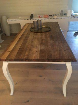 Snyggt och rejält matbord med måtten 195x95 cm: 2000:- Härlig fåtölj med mörkblått tyg: 500:- Vid intresse kan fler bilder skickas.