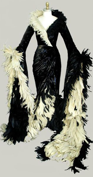 "Dress Worn by Glenn Close ""Cruella de Vill"" in 101 Dalmatians. Diseño vestido Anthony Powell"