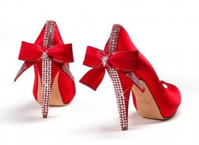 : Fashion, Red Satin, Style, Red Shoes, Dresses Shoes, Red Heels, Christmas, High Heels, Red Bows