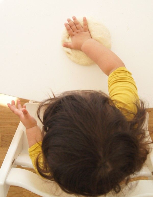 Hellobee | Baking bread as a sensory activity (while you make dinner in peace)
