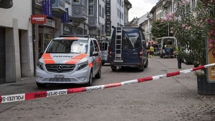 Switzerland chainsaw attack: Five hurt in Schaffhausen https://tmbw.news/switzerland-chainsaw-attack-five-hurt-in-schaffhausen  Five people have been injured, two seriously, in an attack by a man armed with a chainsaw in the Swiss town of Schaffhausen, police say.Central parts of the town on the German border have been sealed off, as police are searching for the attacker.Police and ambulances are on the scene and rescue helicopters are circling overhead, police spokeswoman Cindy Beer is…