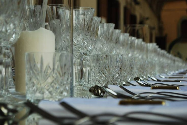 Tavolo imperiale per cena da 400 persone con linea bicchieri Liberty