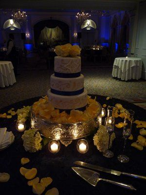 I love the yellow flower petals around the cake!