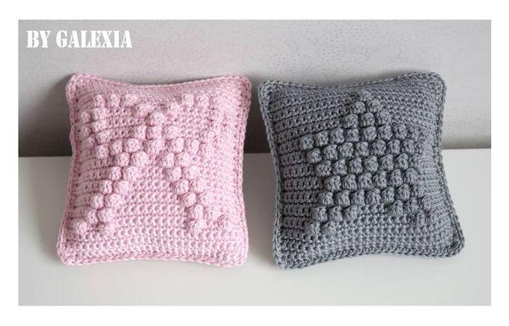 Very cute mini cushions crochet free pattern - pdf in french.