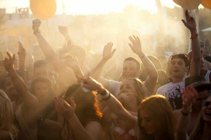 La mejor manera de despedir el #verano es yendo a #Ibiza y disfrutando de alguna de las #ClosingParties de la isla pitiusa ;)