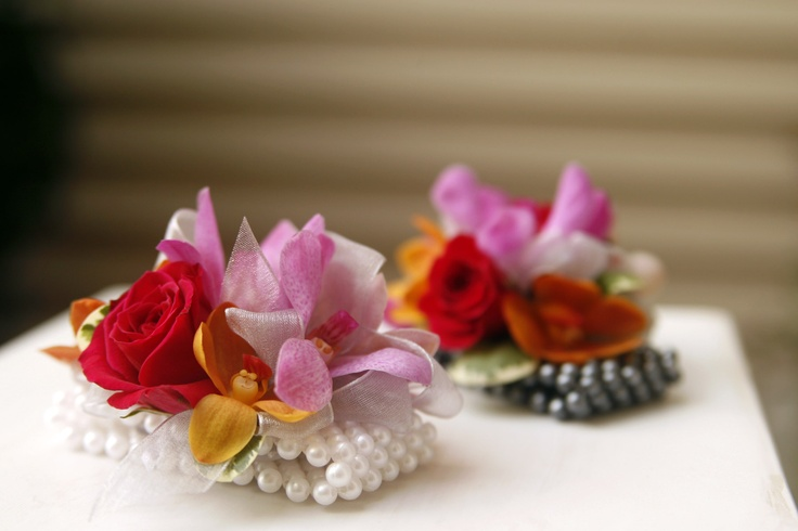 pearl wristlet corsages for mom's or grandmas