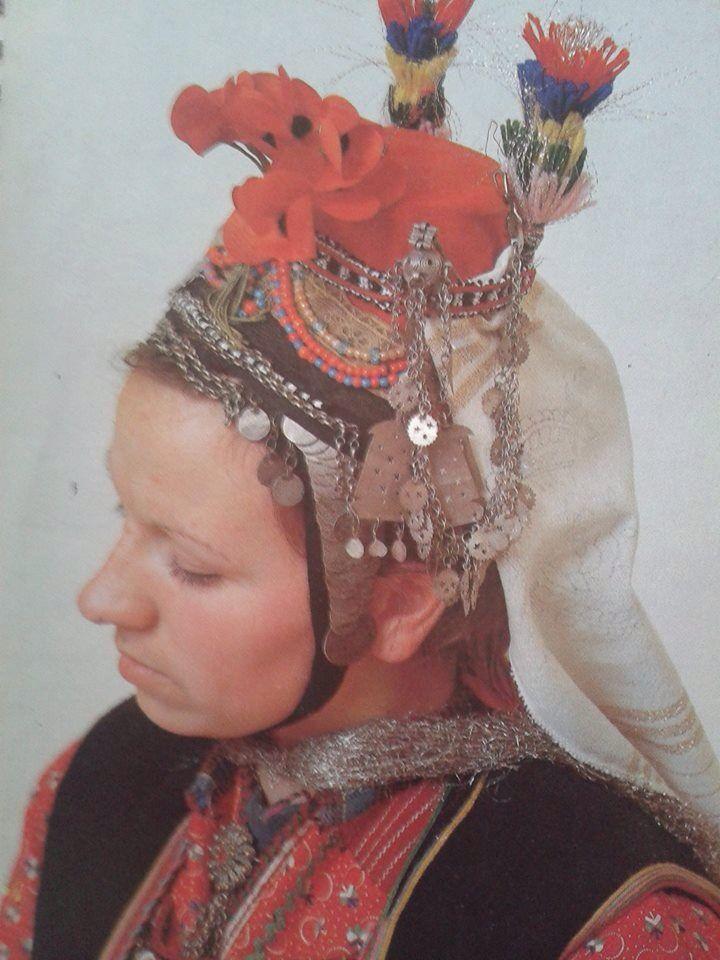 Μακεδονία, Σέρρες, Νύφη Ορεινής. Συλλογή Πελοποννησιακού Λαογραφικού Ιδρύματος..Ναύπλιο. Ημερολόγιο Λυκείου Ελληνίδων 1990.