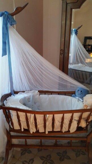 un berceau ancien pour pied de couffin les petits pinterest couffin berceau et pied de. Black Bedroom Furniture Sets. Home Design Ideas