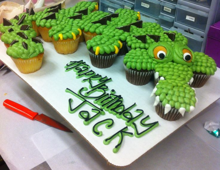 Crocodile cupcake cake~ Unknown source, green