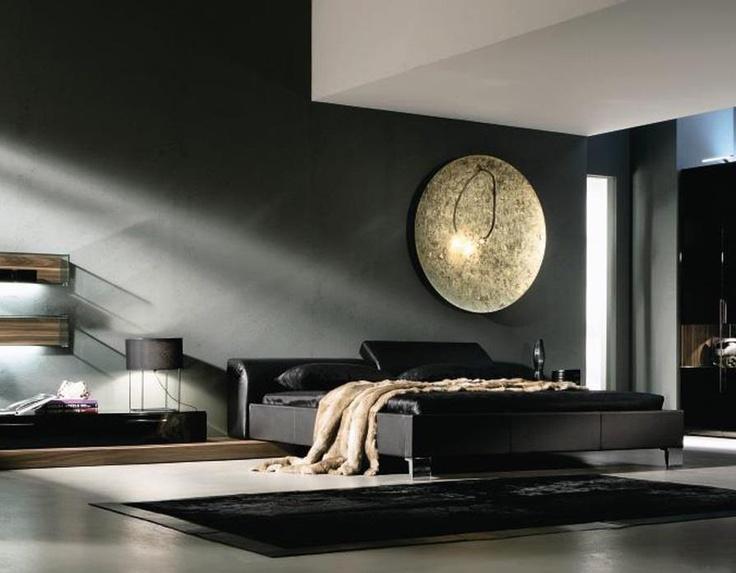 Donkere design slaapkamer met opvallende wanddecoratie