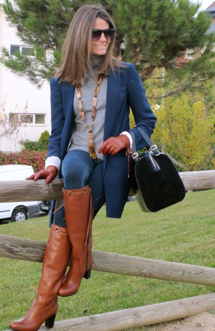 The perfect fall look. Long boots and matching gloves. Leather gloves brown fall fashion